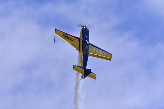 写真: 岩国基地 エアーショー。。ウィスキーパパの曲芸飛行