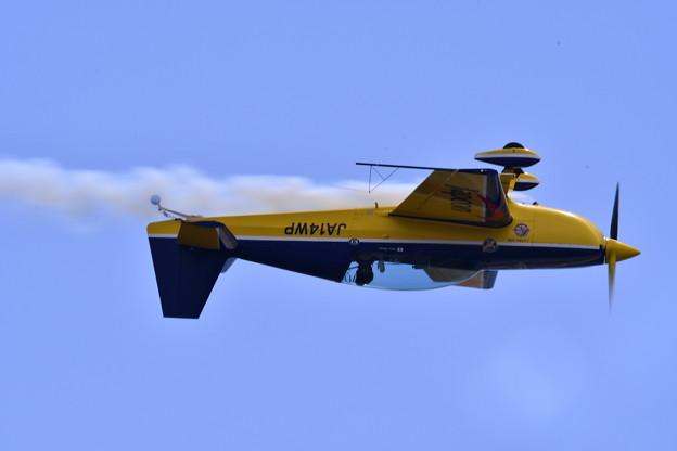 写真: 岩国基地 エアーショー ウィスキーパパの背面飛行。。(^^)