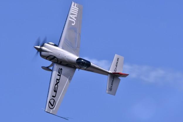 岩国基地フレンドシップデーで見せたエアレースパイロット室屋さん曲芸飛行 20170505