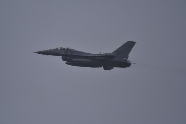 撮って出し。。雨の中飛んでくれた無印のF-16 6月19日