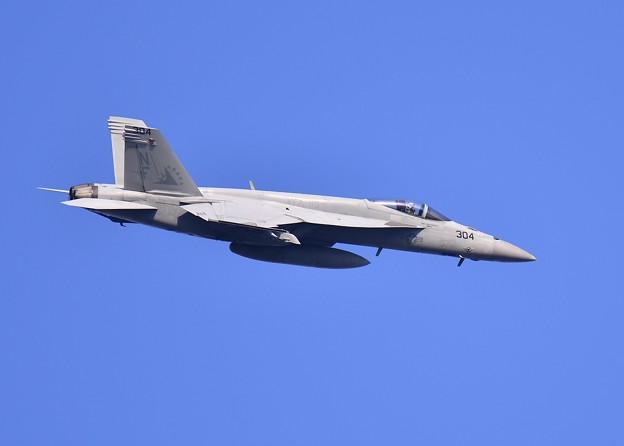 ある日の厚木基地。。VFA-115タロンNF304オーバーヘッド 20170522