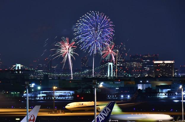 夜の羽田空港とお台場の花火 スターアイランド 20170527