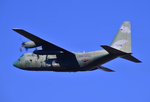 これもめった見れない韓国空軍の輸送機C-130 上がり 20170603