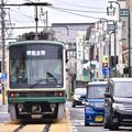 Photos: 行き交う車と江ノ電。。江ノ島駅付近 20170625