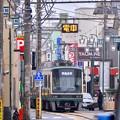 Photos: 接近電車来ます~江ノ電路面区間 腰越付近 20170625