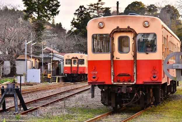 小湊鉄道 上りが五井へ出発。。夕暮れの里見駅 20171210