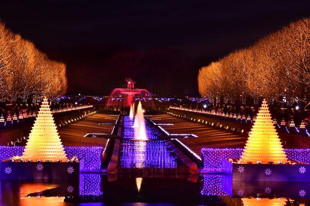 赤く光るカナール噴水。。昭和記念公園 20171223