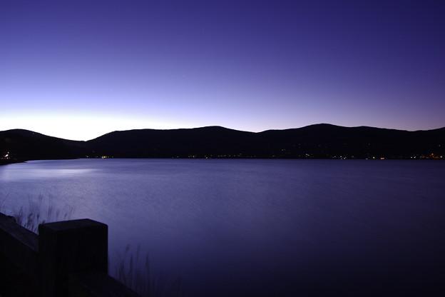 夜明け始まる。。山中湖の氷がきしむ音。。20180102