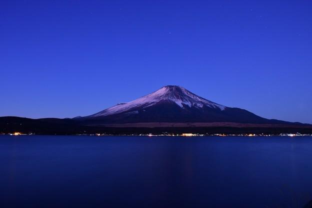 夜明け始まめて静寂な富士山の姿。。20180102