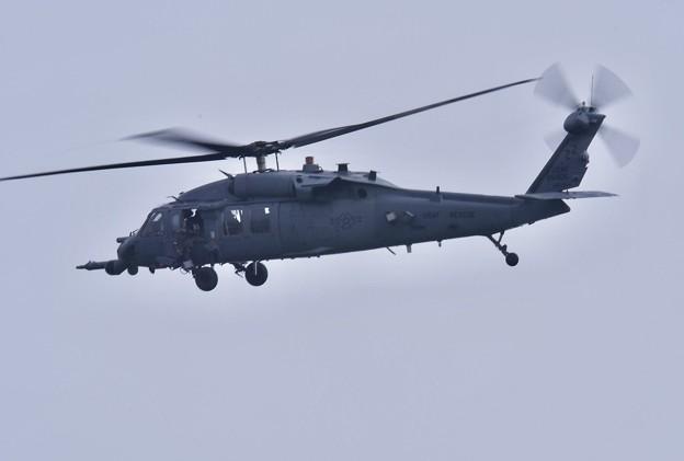 小雨降る中。。米空軍救難ヘリコプターHH60  20180108