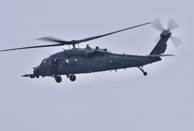 Photos: 小雨降る中。。米空軍救難ヘリコプターHH60  20180108