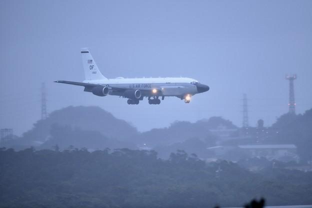 雨降りの中。。アプローチして米空軍偵察機RC-135Sコブラボール 20180108