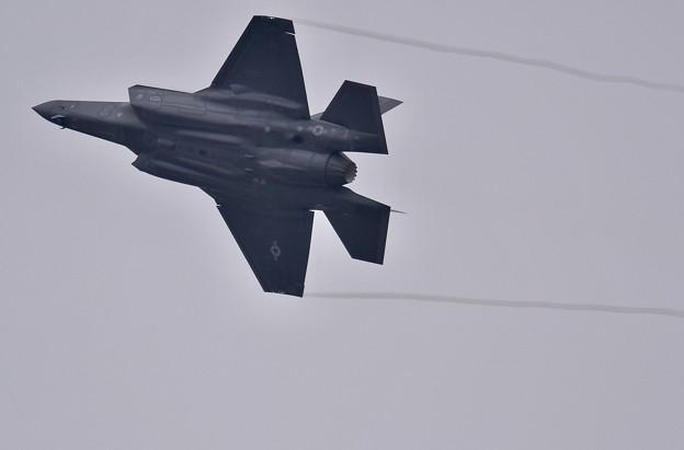 Photos: 第2陣もF-35A ローパスからオーバーヘッドブレイクへ(2) 20180109