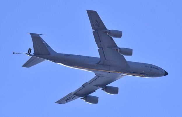 ある日の厚木基地。。横田へ向かうグリソムのKC-135 (2) 20180125