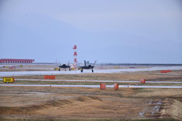 撮って出し。。岩国基地 天候回復でステルス戦闘機F-35B タキシング 3月21日