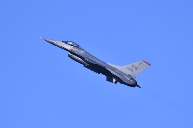 芦屋基地航空祭予行練習 岩国リモートで米空軍F-16デモチームアクロバット(2)