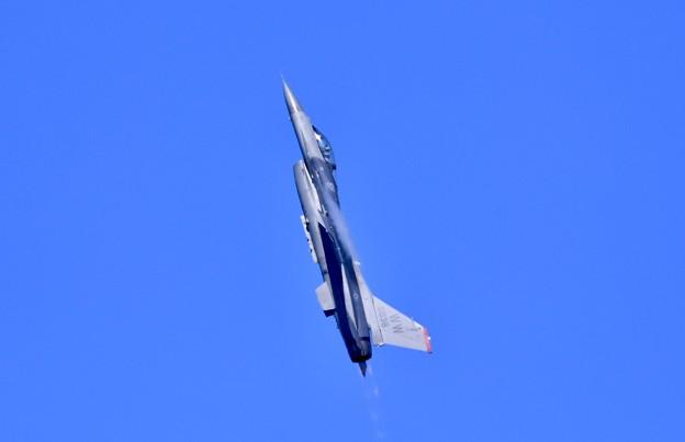 芦屋基地航空祭予行練習 岩国リモートで米空軍F-16デモチームアクロバット(4)