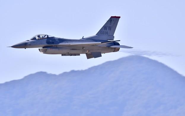 芦屋基地航空祭。。度肝を抜いたF-16デモチーム挨拶代りの超低空パス(3)