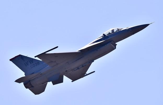 芦屋基地航空祭 三沢のF-16デモチーム 上空飛行へ 20180218