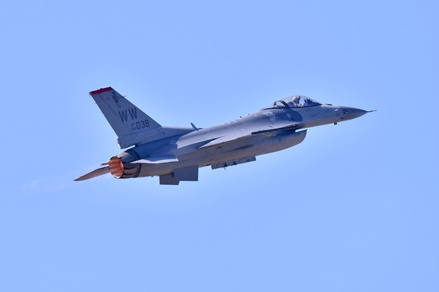 芦屋基地航空祭 三沢のF-16デモチーム低速ローパスから上空へ20180218