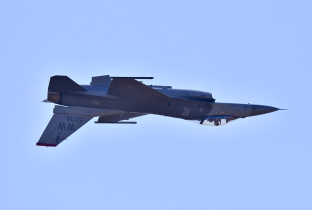 芦屋基地航空祭。。逆光の中F-16背面飛行 20180218