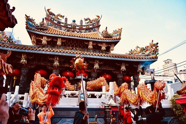 横浜中華街春節 關帝廟境内で祝う龍舞。。20180224