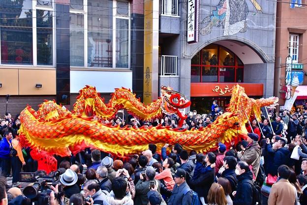 横浜中華街春節。。關帝廟前暴れまくる龍舞 20180224