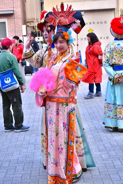 横浜中華街春節 祝舞遊行フィナーレ 綺麗な美女  20180224