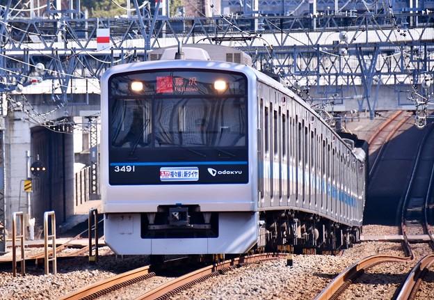 完全複々線化の小田急線 喜多見駅通過する3000系 20180304
