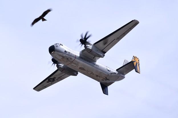 岩国基地。。艦載機 C2Aグレイハウンド輸送機鳥と競争(^^) 20180322