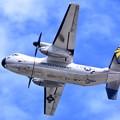 青空が見えて岩国基地。。艦載機C-2Aグレイハウンド輸送機上がり 20180322