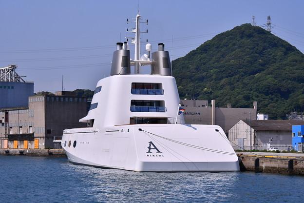 撮って出し。。変わった形の船?いやスーパーヨット ロシア富豪 6月2日