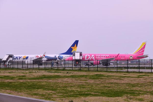 朝の茨城空港スカイマークとピンクのFDA 20180412