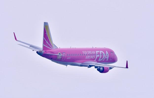 茨城空港離陸して旋回するピンクなFDA 20180412