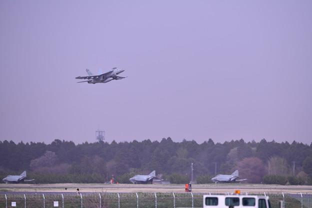 日米共同訓練セカンド 百里基地から米海軍スーパーホーネットチッピー 上がり(1) 20180411