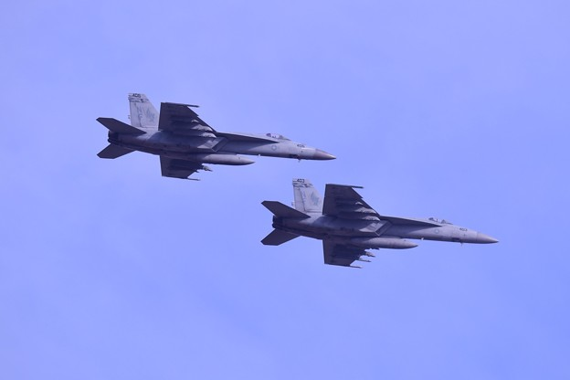 日米共同訓練。。米海軍スーパーホーネットチッピー オーバーヘッド 20180411