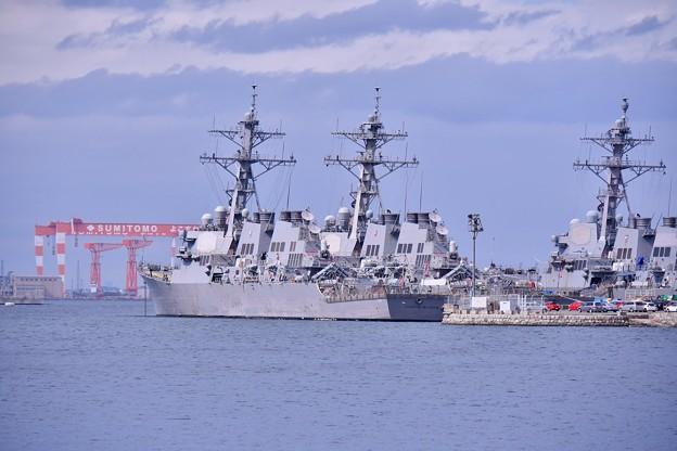 米海軍横須賀基地。。駆逐艦たちが休む 20180415