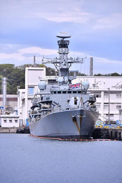 米海軍横須賀基地にイギリス海運フリゲート艦HMS F81サザーランド(1) 20180415
