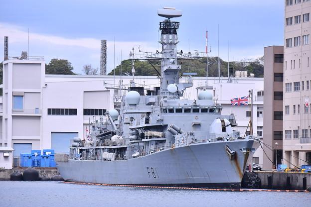 米海軍横須賀基地にイギリス海運フリゲート艦HMS F81サザーランド(2) 20180415