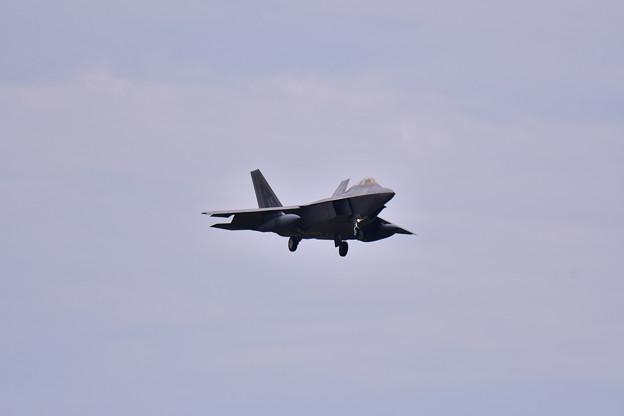 写真: 撮って出し。。残りのラプターが嘉手納から1機 7月8日