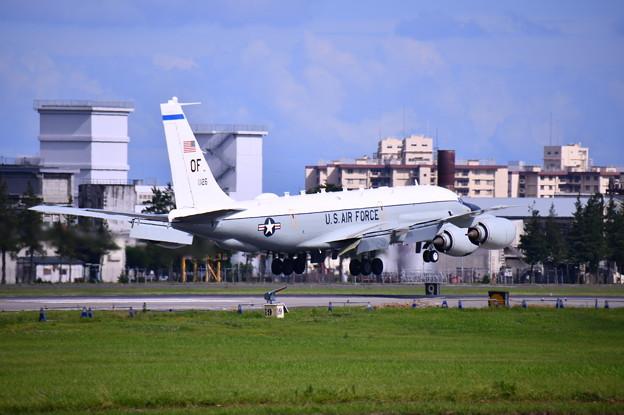 撮って出し。。台風避難で嘉手納から横田へRC-135 コブラボール? 7月8日