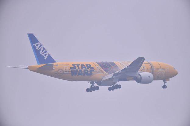 撮って出し。。航空祭予行前に霧の中 スターウォーズC3PO 空港へ 7月21日