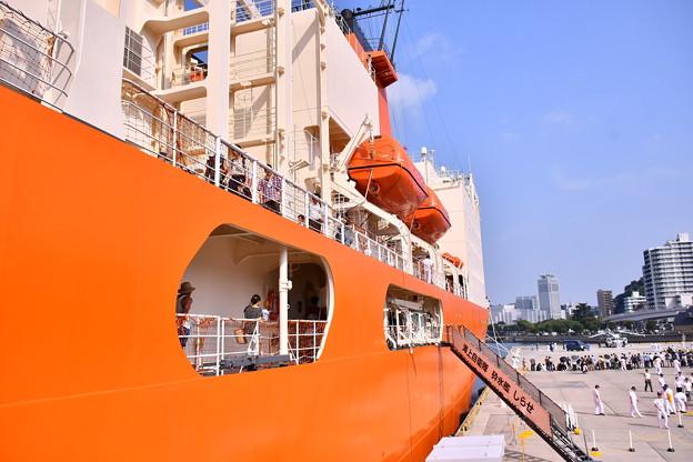 Photos: 撮って出し。。海上自衛隊での艦船見学砕氷艦しらせ 8月4日