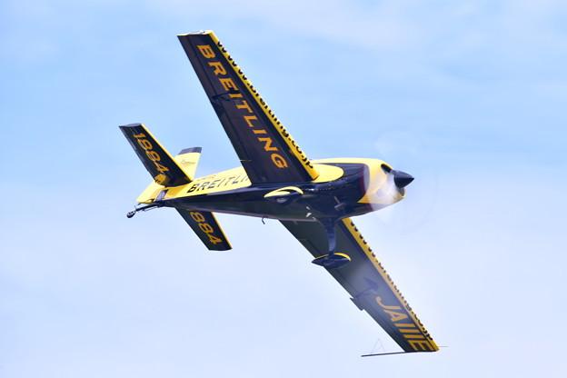 撮って出し。。夏の札幌航空ページェント エアレーサー室屋さん曲芸飛行 丘珠駐屯地 8月12日
