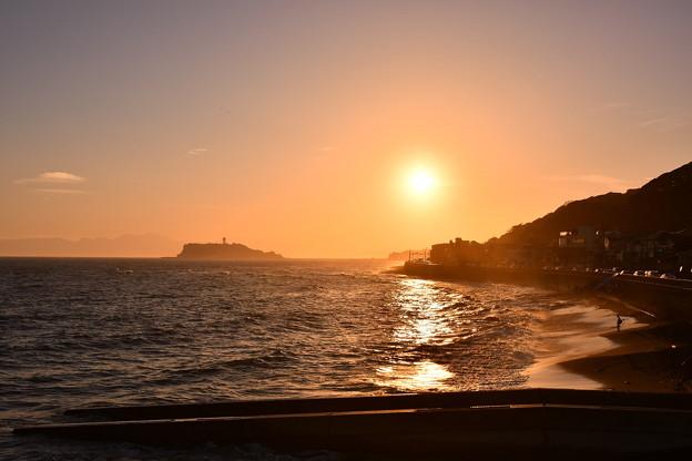 撮って出し。。夕焼けの稲村ヶ崎からの江ノ島 8月26日