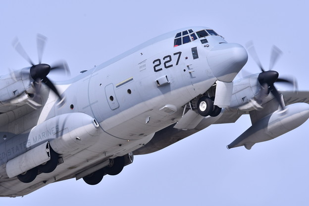 岩国の米海兵隊航空機による総合デモ飛行 KC130 20180505