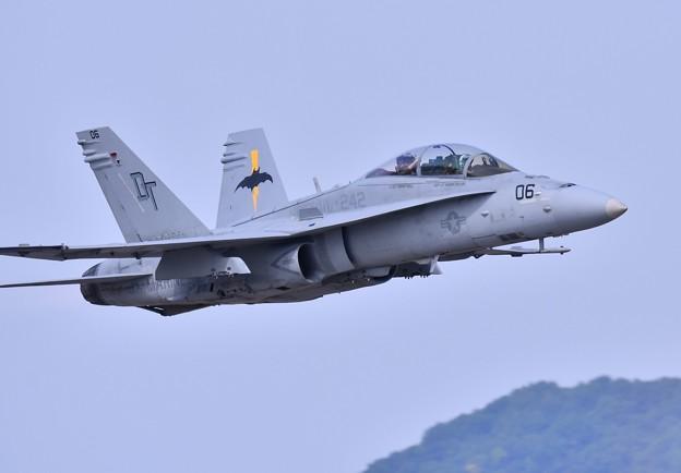 岩国の米海兵隊航空機による総合デモ飛行 バッツ低い上がりのホーネット 20180505