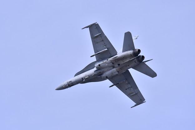 岩国基地 戦闘機による対地攻撃デモF/A18ホーネット 公が開始