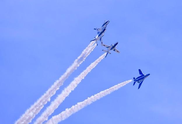 静浜基地航空祭。。ブルーインパルスローリングコンバットピッチ 20180520