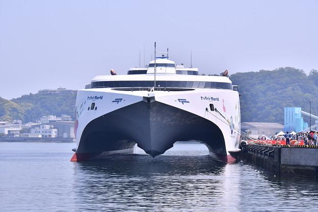 久里浜港に寄港したナッチャンWorld(1) 20180527